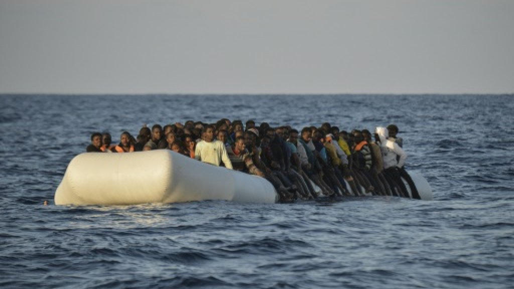 Italy inks deal with Libya neighbours to block migrants