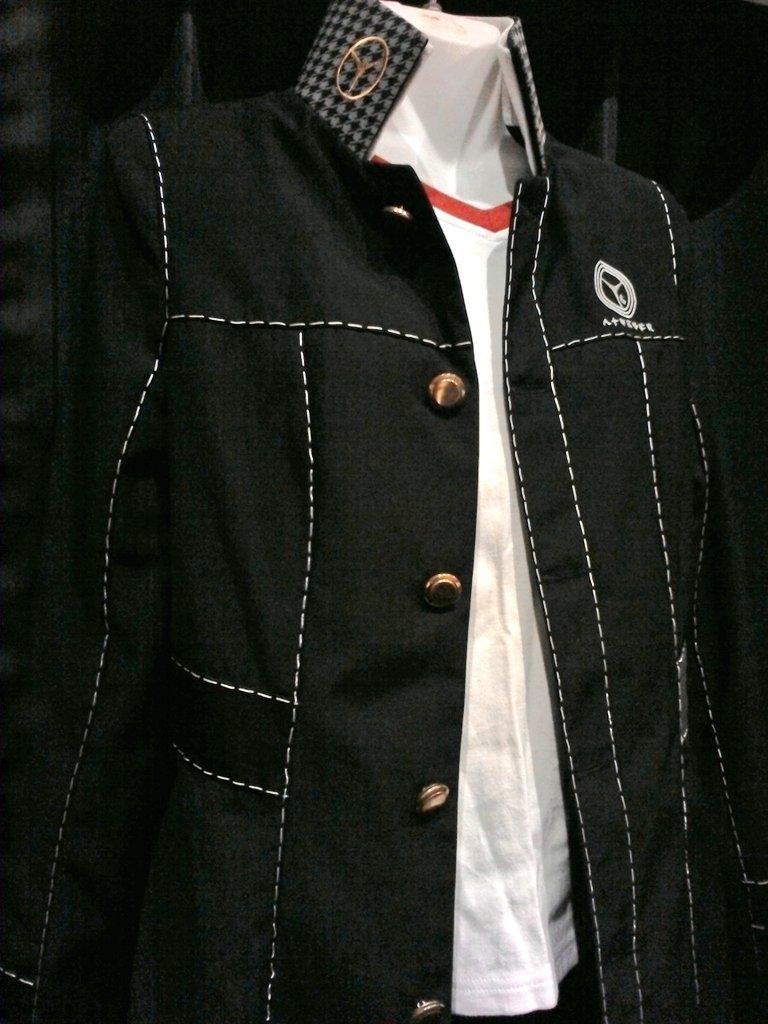 ペルソナ4より、八高男子制服が入荷致しました✨こちらはコスレボ製です😋花村くんのインナーがセットです😋😋 #kbooks