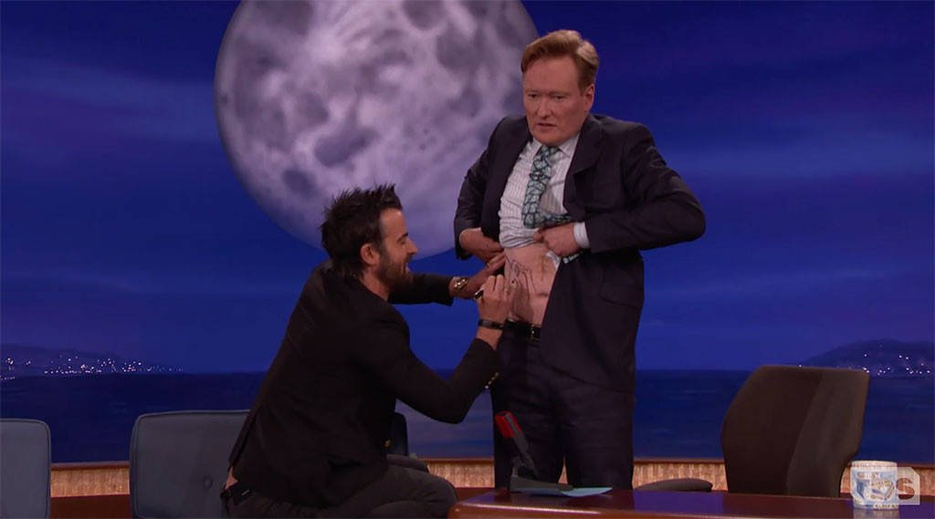 Justin Theroux gave Conan O'Brien a unicorn tattoo and it looks pretty good: