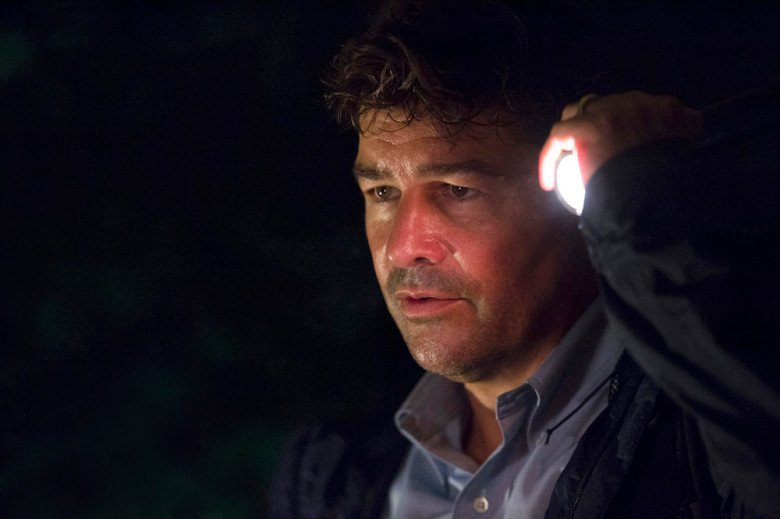 Here's your exclusive first look at the #Bloodline Season 3 premiere https://t.co/m8TCFb4v2b https://t.co/zV25DeuBTm