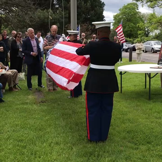 Harvest Bible Chapel rebuilds their flagpole & dedicates the display to those who serve. In this case one of their… https://t.co/JKg121CDwk https://t.co/jUsaR2y0fu