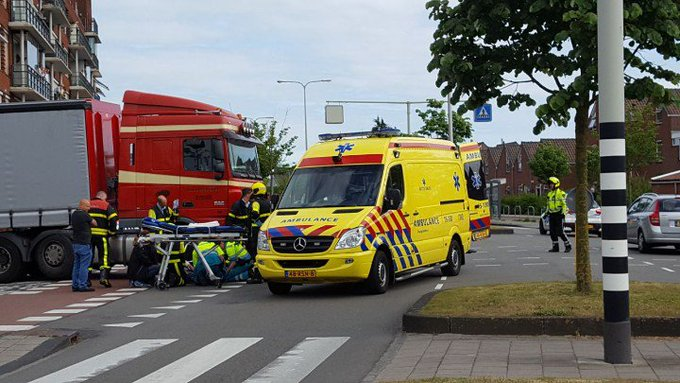 Naaldwijk  Sect Verhoeffweg.  Weer een ongeluk  Vrachtwagen / Fietser https://t.co/CSoxpkd0oK