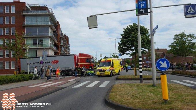 Fietser gewond na aanrijding met vrachtwagen https://t.co/2Sn8yhs2XU https://t.co/ATUXMxNq7c