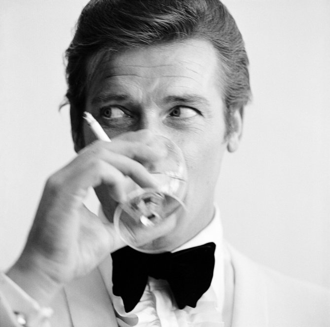 RT @EWFlashback: Remembering RogerMoore with his life in pictures: