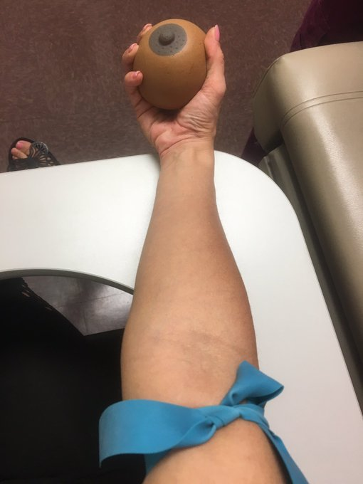 1 pic. Getting tested #squeezethatboobie! #knowyourstatus #stdprevention https://t.co/xc8d9zJXu5