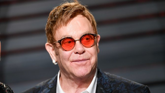 #EltonJohn says many of today's top artists are untalented when it comes to music. https://t.co/mjFktFrzmP https://t.co/ZRjQbvjWFw
