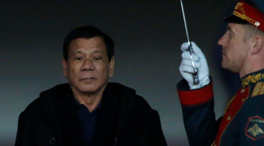 Filipinlerde sıkıyönetim ilan edildi! Duterte ziyaretini yarıda kesti