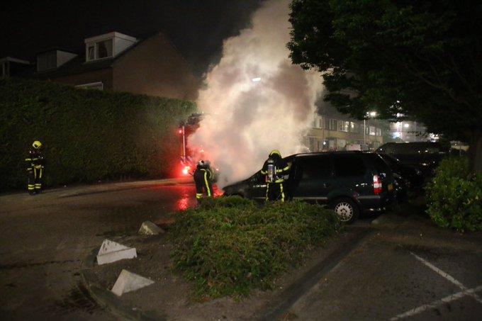 Autobrand Handellaan Naaldwijk spontane ontbranding stationwagen en is intussen geblust door de brandweer https://t.co/cDbb4DuY3j