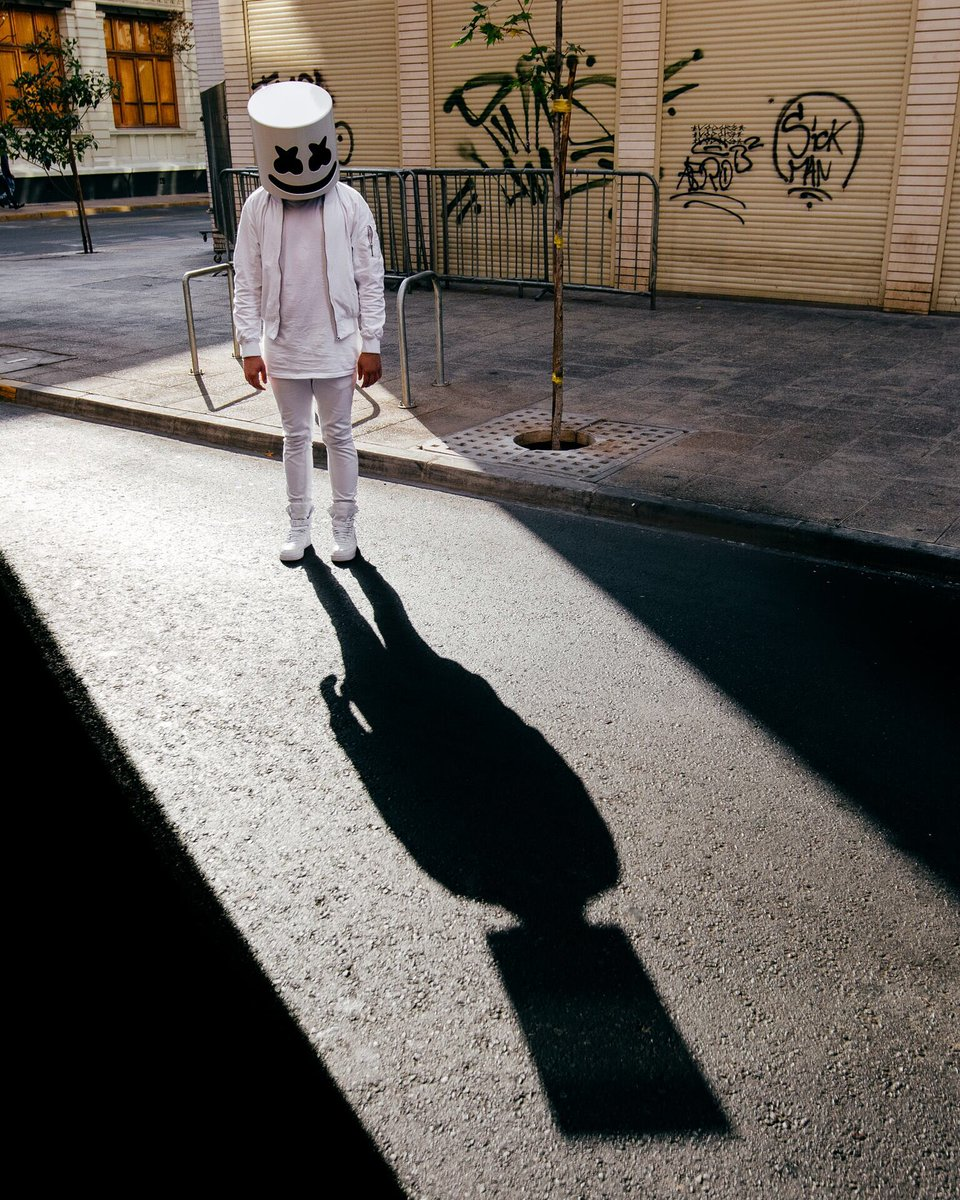 RT @marshmellomusic: You never really know how big your head is until you see your shadow https://t.co/3dR9FMIVCb