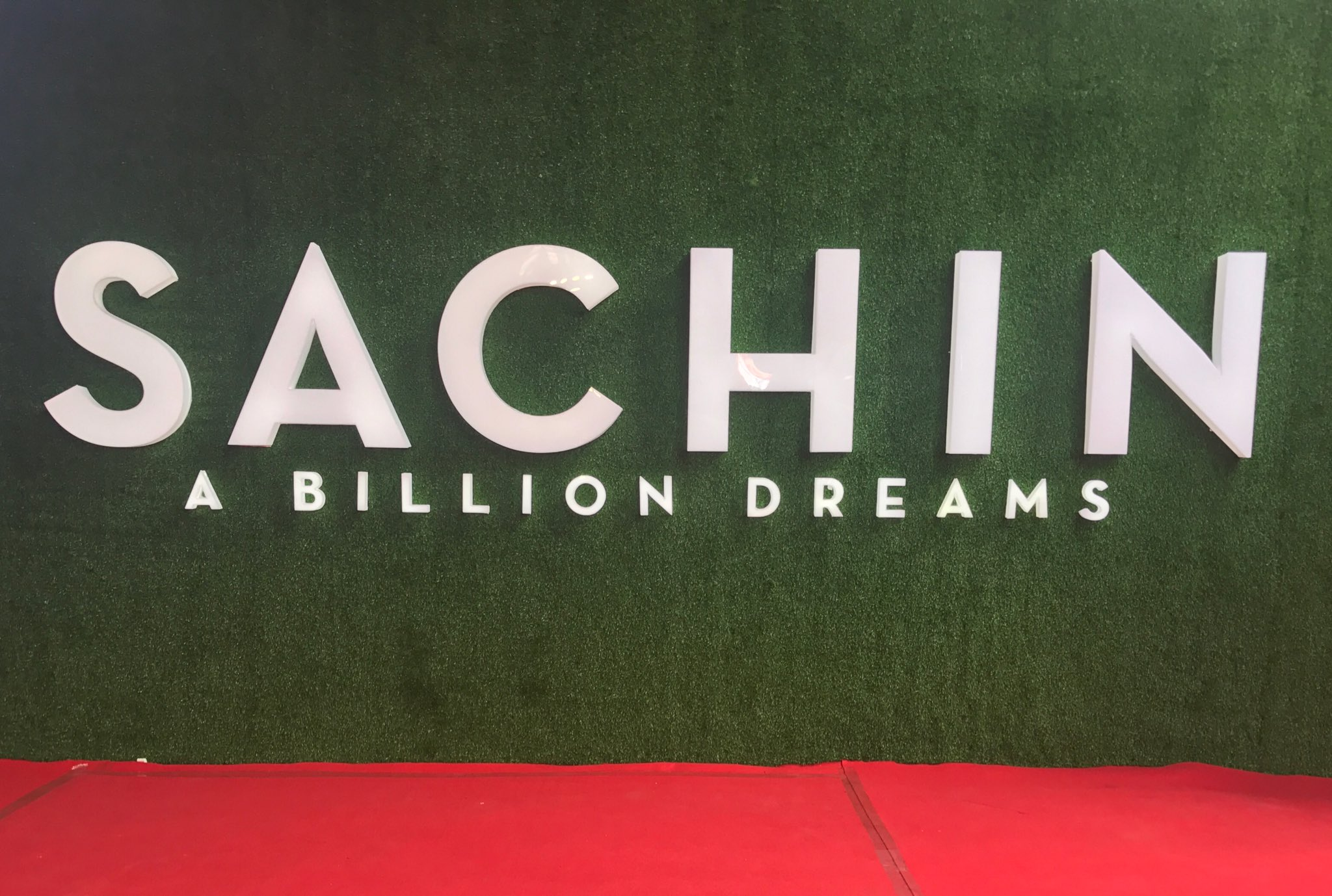 Stay tuned for updates from the World Premiere of Sachin: A Billion Dreams. Only on my app #100MB. https://t.co/CsHi6bSbE3