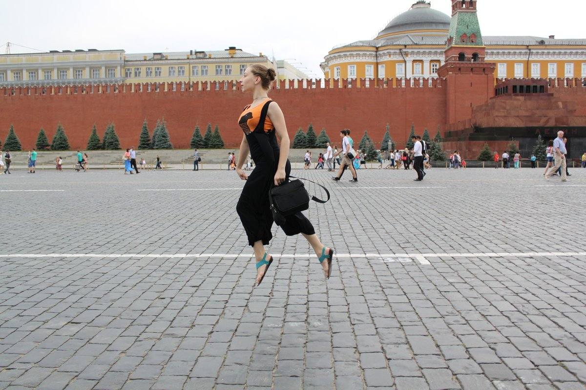 bring me to magic #magic #photo #fly #Moscow #Russia #RedSquare #Kremlin https://t.co/ ...