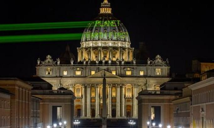 test Twitter Media - RT @Independent: Greenpeace beams perfect message onto Vatican during Trump's visit https://t.co/PXQHHFNNll https://t.co/TATiqAaU44
