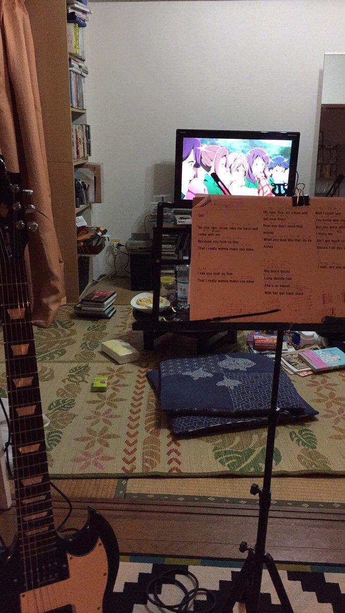 響けユーフォニアム観ながらギターボーカル練してる。一期は部内で静かなる火花を散らしながら練習してるのがええねん。#nan