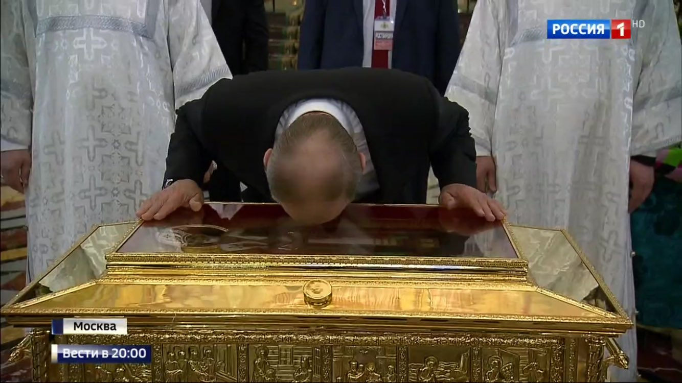 In case you didn't recognize him, this is Vladimir Putin today paying homage to the rib of St Nicholas. https://t.co/GNFSWgv85s