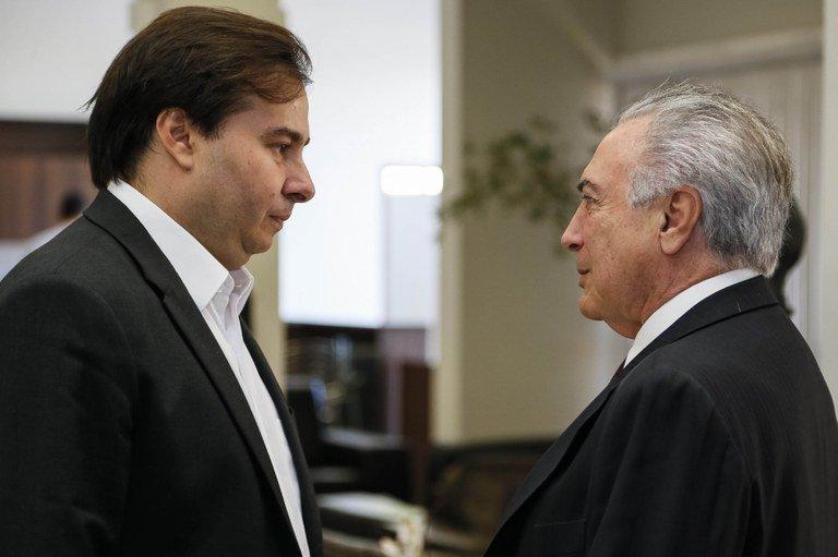 Convocação do Exército expõe racha entre Temer e Rodrigo Maia