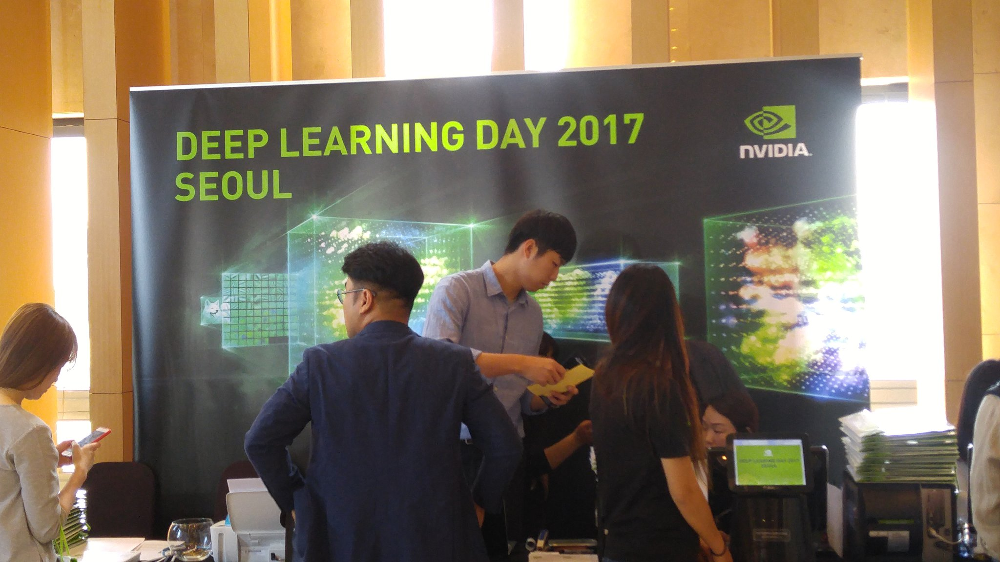 Getting ready to kick off @NvidiaAI ##deeplearning day in Seoul https://t.co/Emththc3TM