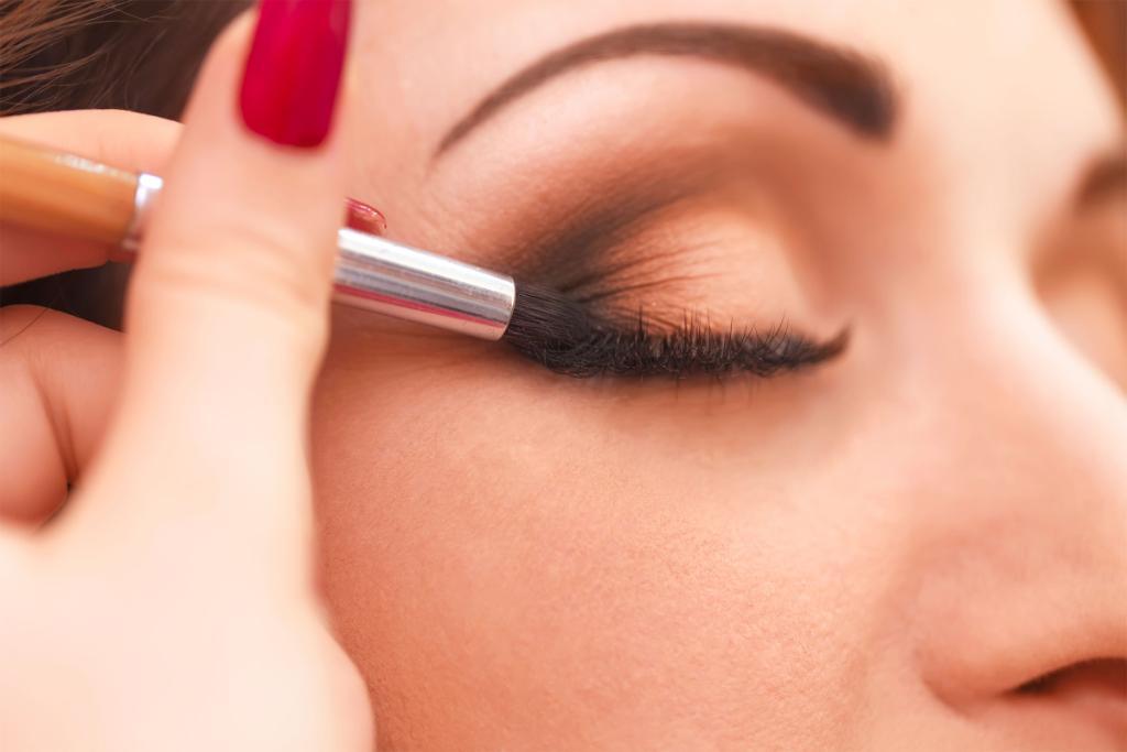 Applying eye makeup tips
