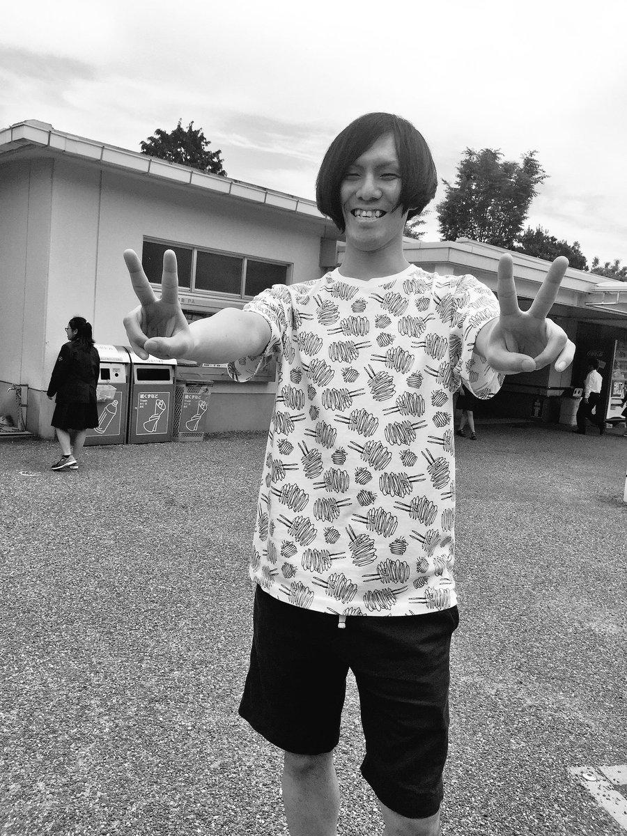 出発から12時間ほど経過福岡まで残り200km野月くんの着てるTシャツ、どうやら「スヌーピーが回転してる柄」らしいんだけ