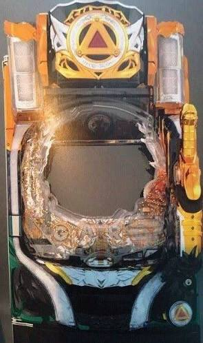 次の牙狼7の筐体やって!牙狼シリーズは毎回楽しみですね。なんか戦隊系のロボットに見えんことないけど筐体見た人曰く、必殺仕