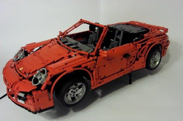 【ビデオ】いくつもの驚き機能が! レゴで作ったポルシェ「911ターボ カブリオレ」