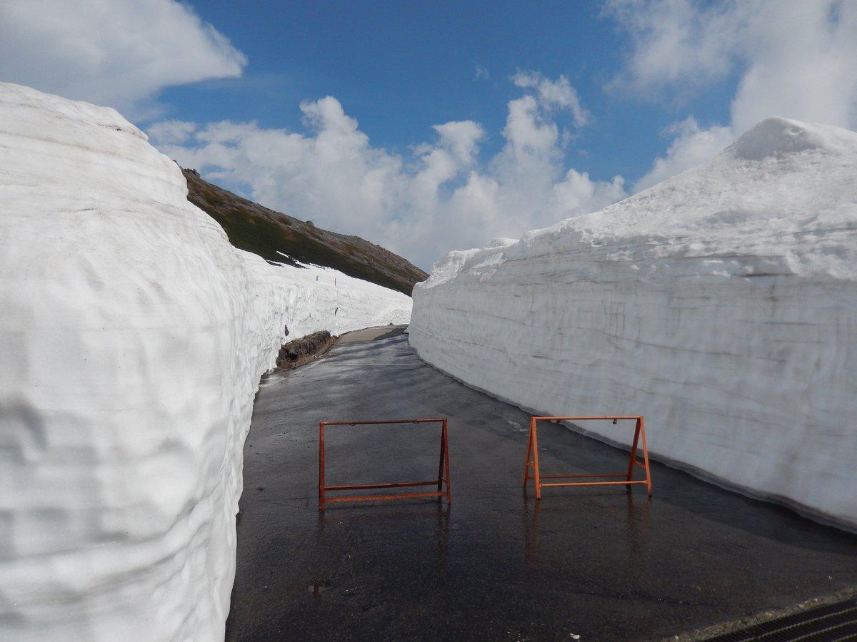 そういえば、先日の乗鞍スカイラインのロケハンライド。雪の回廊区間の他に、何気に畳平周辺も凄い雪の量でした。因みにこの写真