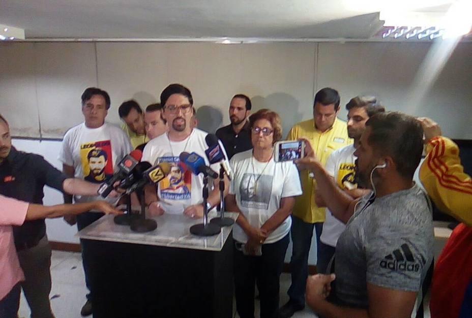 "test Twitter Media - RT @ElNacionalWeb: MUD convocó ""Marcha de los Libertadores"" para este viernes https://t.co/RdFk8ftDhF  https://t.co/n0RzbChDmA"