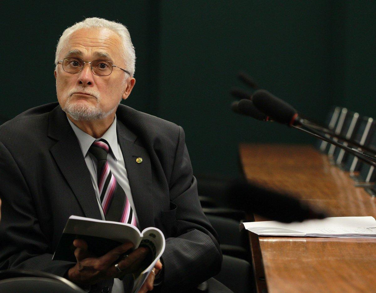 Ministério da Defesa retira condecoração dada a Genoino e Valdemar Costa Neto