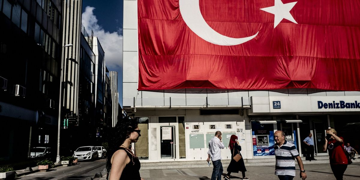 Turkey's richest families sell almost $600 million in shares in one day