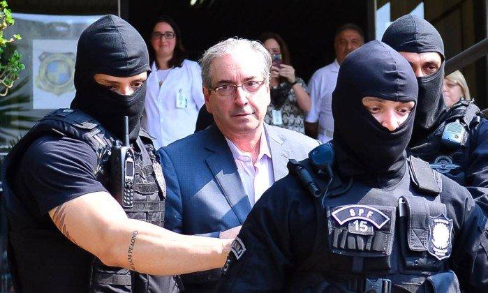 Juiz autoriza Cunha a formular mais perguntas a Temer.