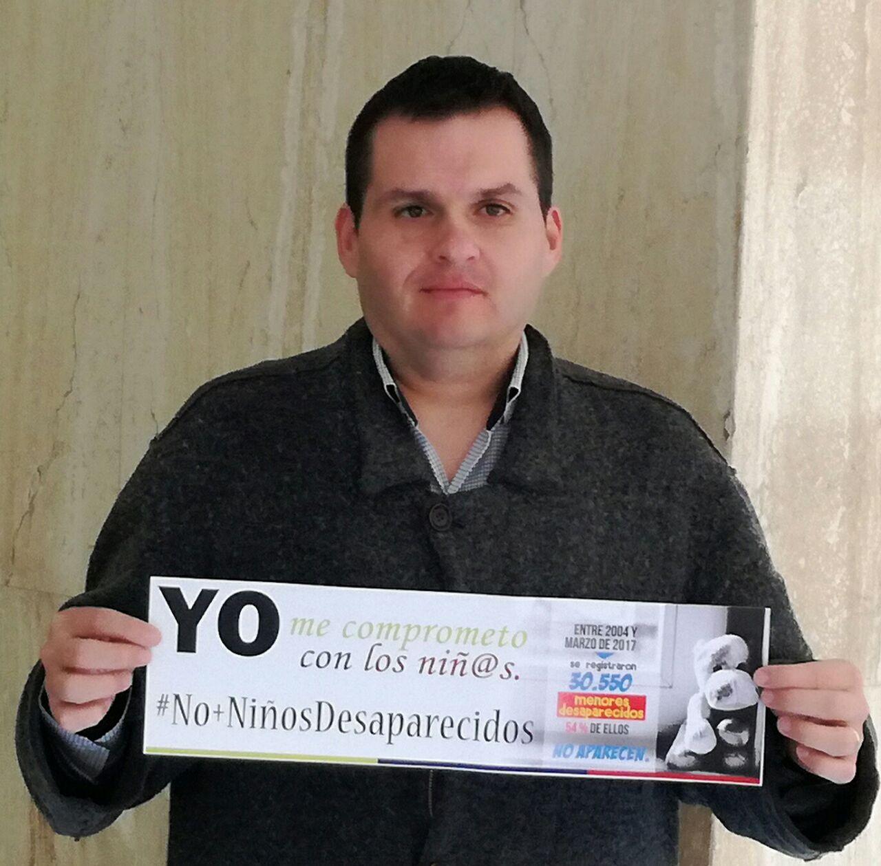 #NoMasNinosDesaparecidos @MovimientoMIRA @Baena @carlos_guevara los niños son nuestro futuro cuidemoslos https://t.co/2oETPtvP1o