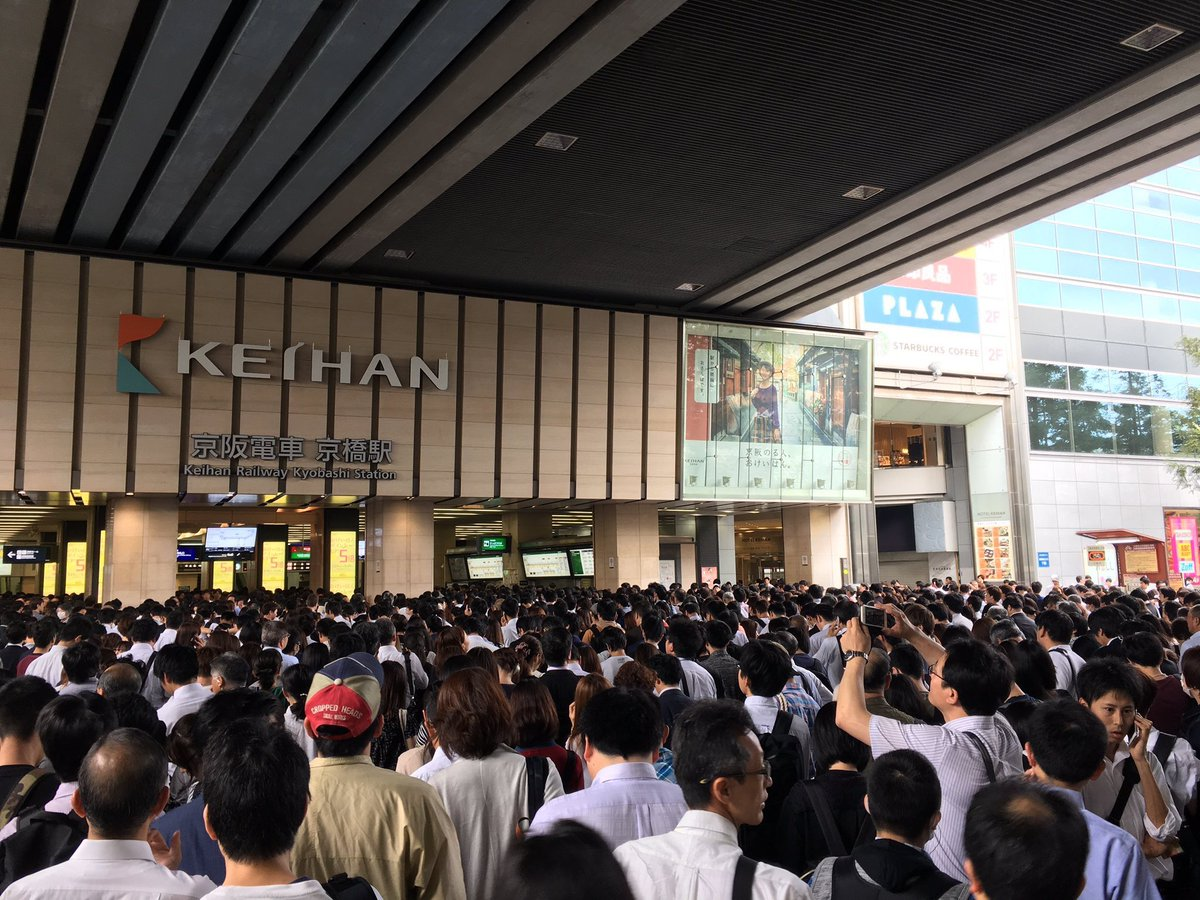 test ツイッターメディア - 今皆が授業してる間京橋えらいことなってんで😂これ撮るん恥ずかったから京橋って検索したらばりでてきたテレビカメラもきてるし人身事故でこんなに被害でるってなかなかやばいよ https://t.co/W2NkfbBY5i