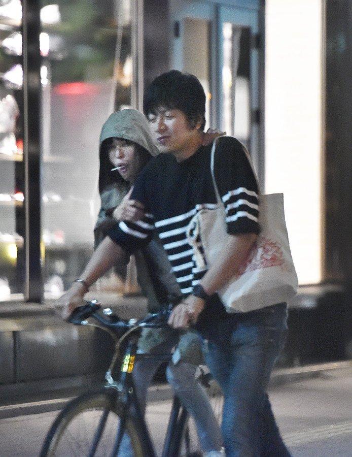test ツイッターメディア - 『SPEED』の上原多香子(34)とコウカズヤ氏(39)が新宿のカラオケ店から腕組みしながら出て来る姿が激写される 上原の夫でヒップホップグループ『ET-KING』のメンバーTENNの突然の死から3年だ - https://t.co/1ZdwYHrUBg https://t.co/DzZoX4hIIj