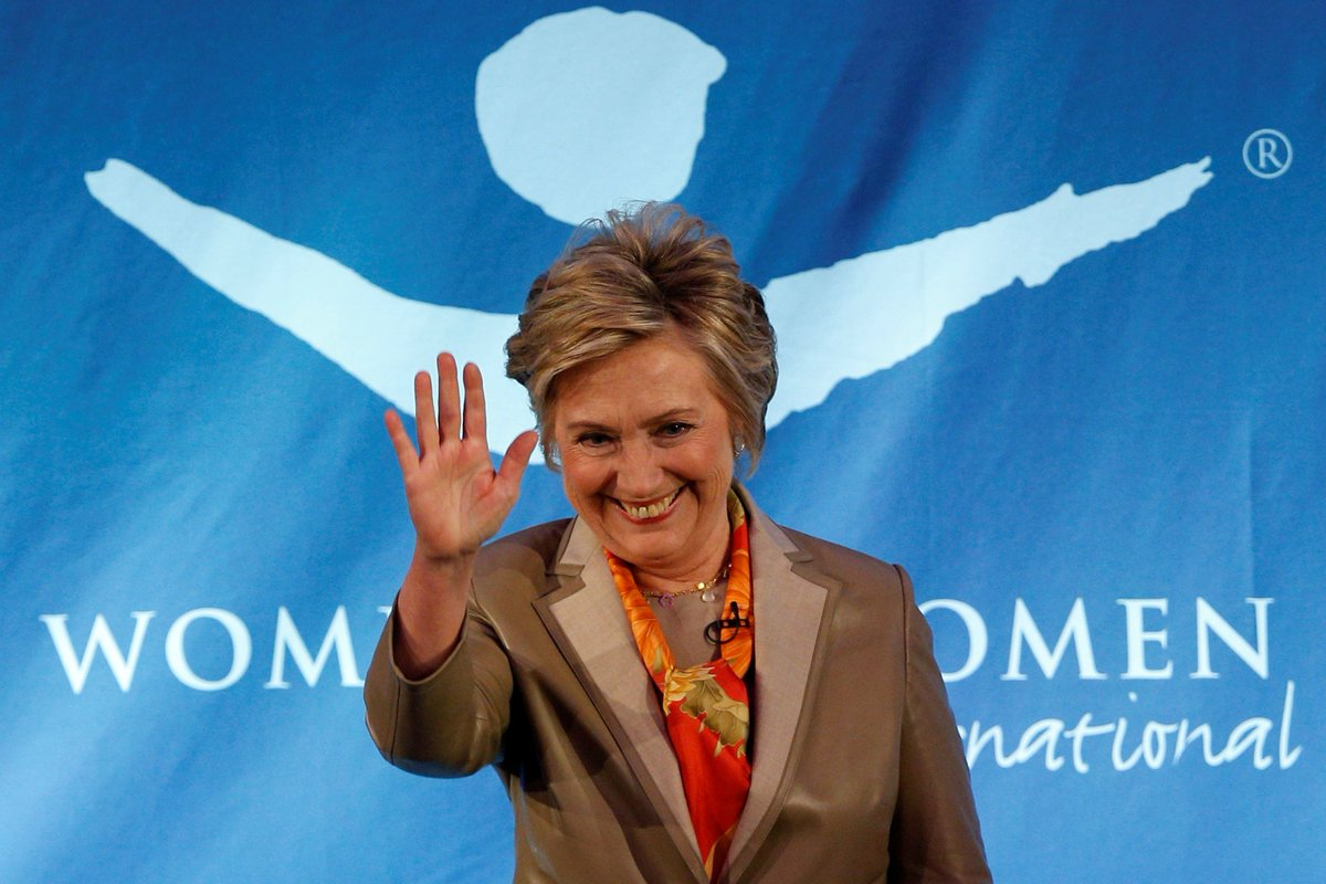 Hillary Clinton goes back to where it all started: Commencement day at Wellesley College