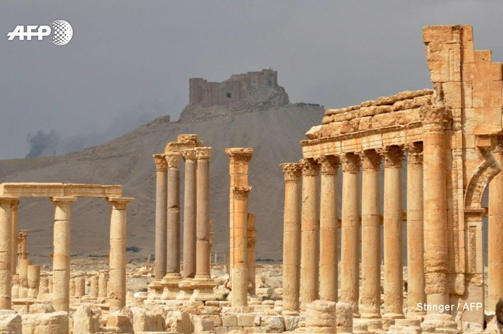Syria army takes control of Damascus-Palmyra road monitor #Palmyra