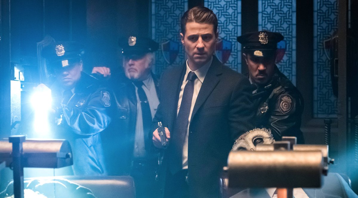 #Gotham needs you. RETWEET if you're watching NOW!