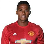 Valencia extends Man United contract until 2019
