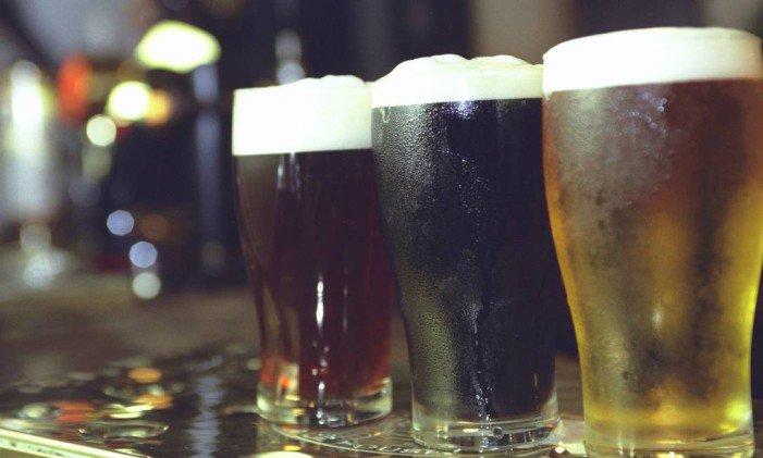 'Desce a gelada!' Onde se paga mais por uma cervejinha na esquina?