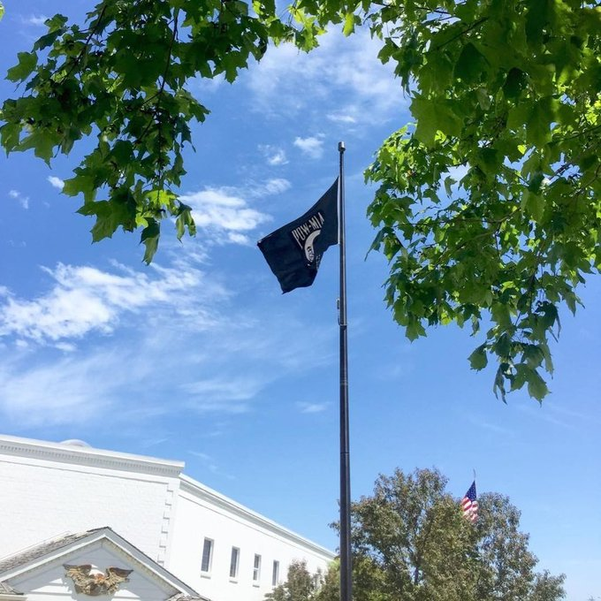 #POW/MIA #Flag flying on Black Anodized #Flagpole. Very beautiful and respectful. Service is key to happiness #Fla… https://t.co/fTYuxsqzmc https://t.co/r7Jh9bknZE