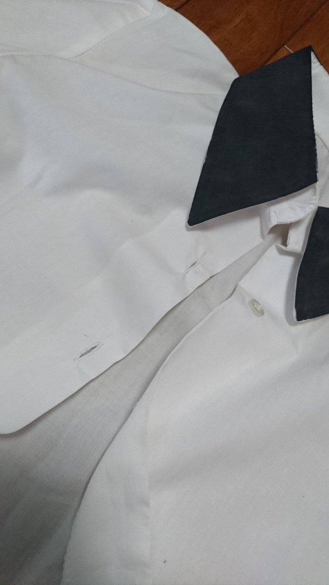 【衣装進捗】しょこめざ制服をリメイク中時間ないから襟をマジックで塗りつぶした...当初はリトバスのシャツだった