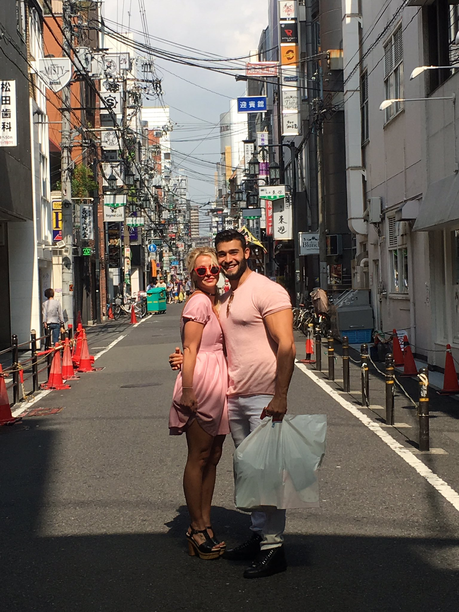 Look who came to see me in Japan ���� @SamAsghari0 �� great matching duo !!!!!!! ������ https://t.co/oUxwTsGdJf