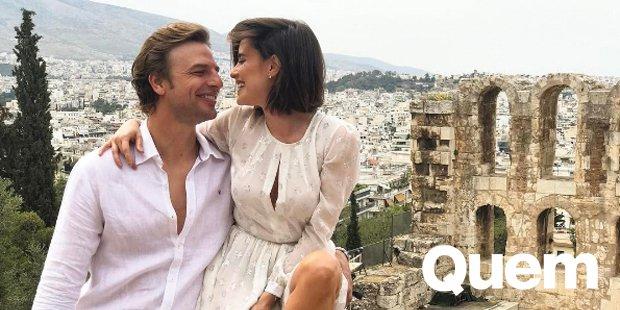 Cassio Reis. Foto do site da Quem Acontece que mostra Fernanda Vasconcellos e Cássio Reis abrem álbum de fotos na Grécia