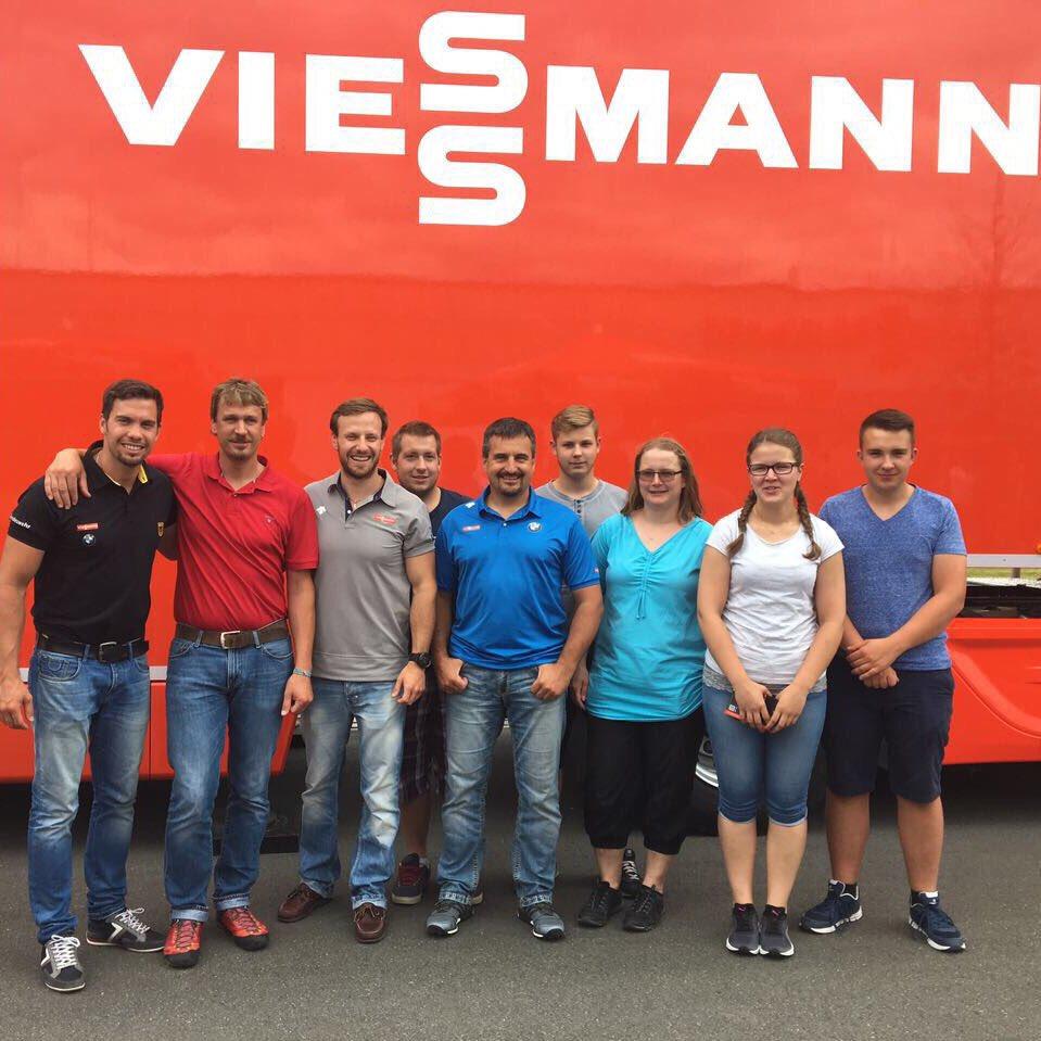 @WendlArlt und Georg Hackl bei der Autogrammstunde von @Viessmann_Sport in Nürnberg #BSDsports https://t.co/7K4qBIcpkD