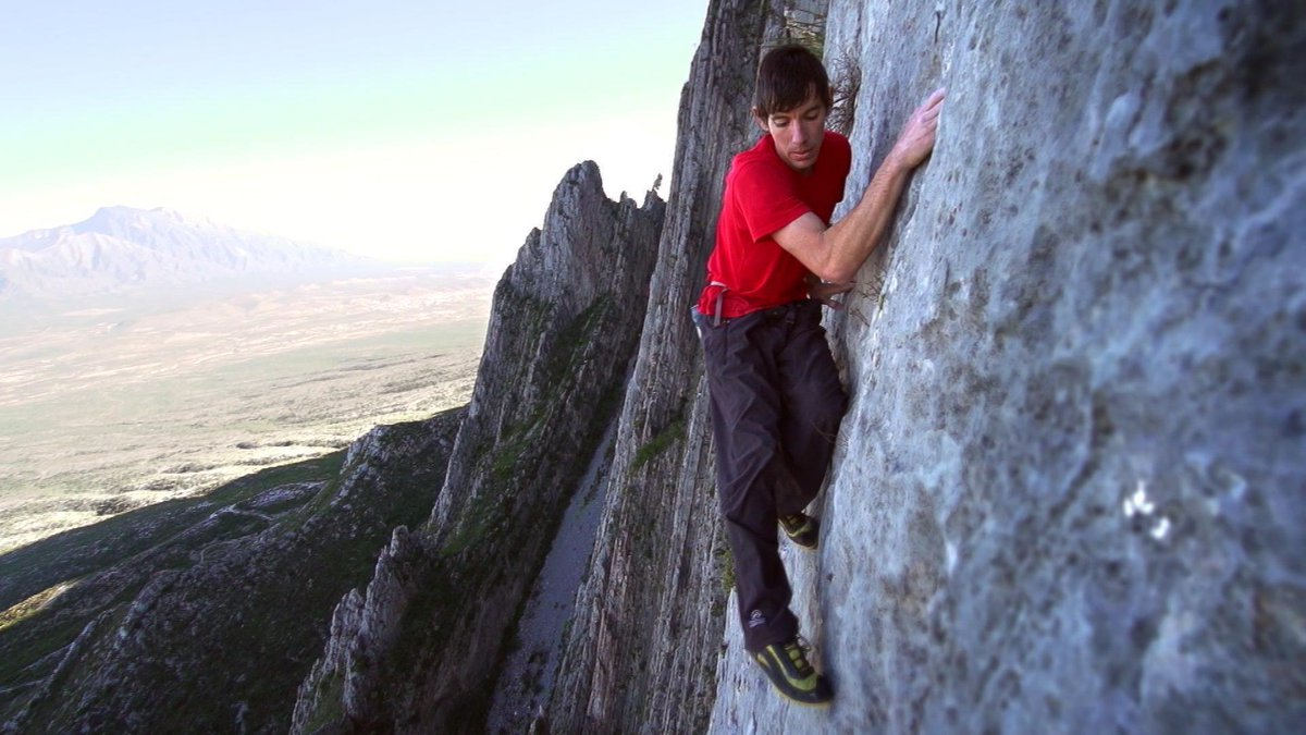 Alex Honnold makes history in climb up Yosemite's El Capitan with no safety gear or ropes