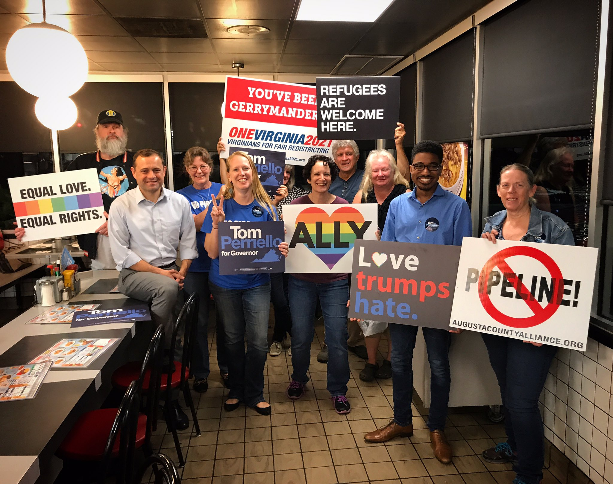 Quite a crew of Virginia progressives at the @WaffleHouse in Waynesboro this morning! 3 hours to go! #24HoursOfTom https://t.co/0aMDgdUVJw