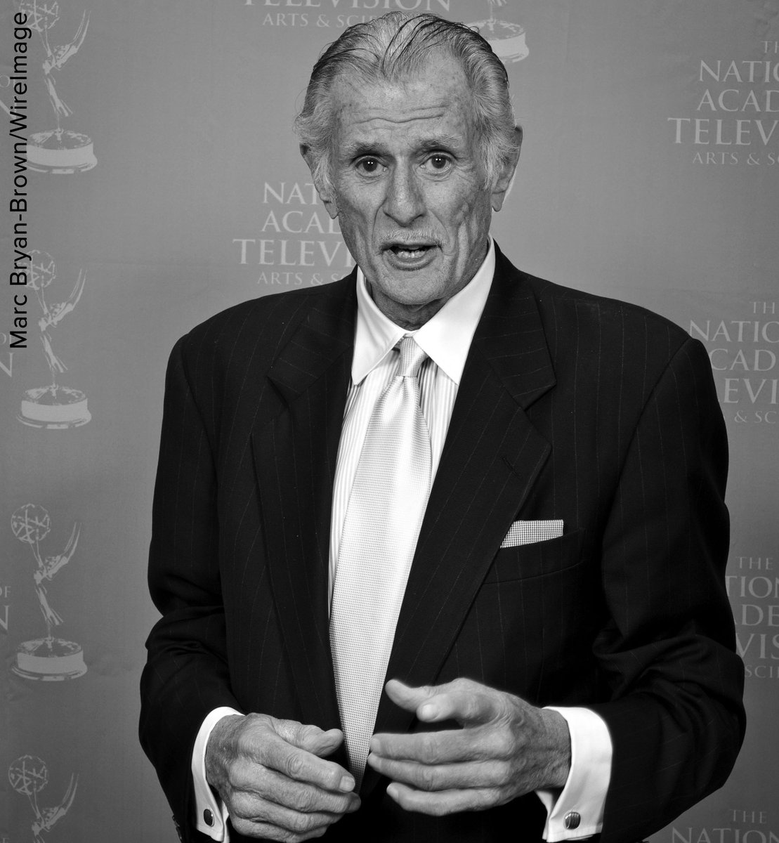 Award-winning sports writer and commentator Frank Deford has died at age 78, family says.
