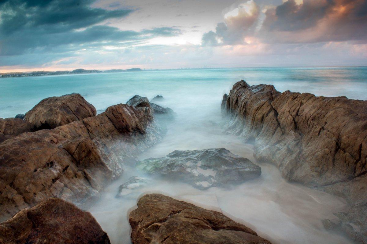 Beautiful pic of Kirra Point in Australia.. https://t.co/CldvOp5cN3 https://t.co/7OcyIIXR3N