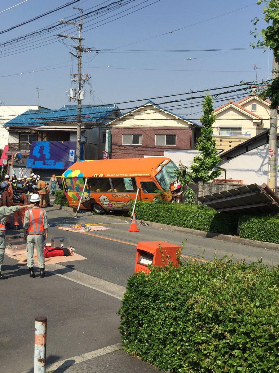 test ツイッターメディア - 星の光幼稚園 バス事故。あんな大きな標識も落下してる。どうしたらこんな事故に。。子ども達が無事でありますように。 https://t.co/EeUFxbuysW