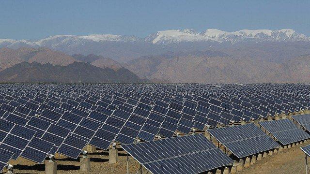 U.S. seeks to add emergency tariffs on imported solar panels