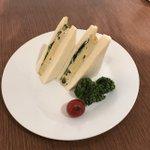 東京喰種カフェ@池袋ただいまカフェは30分〜1時間待ちとなっております。話題のまずいサンドイッチは本当にまずいです。もう