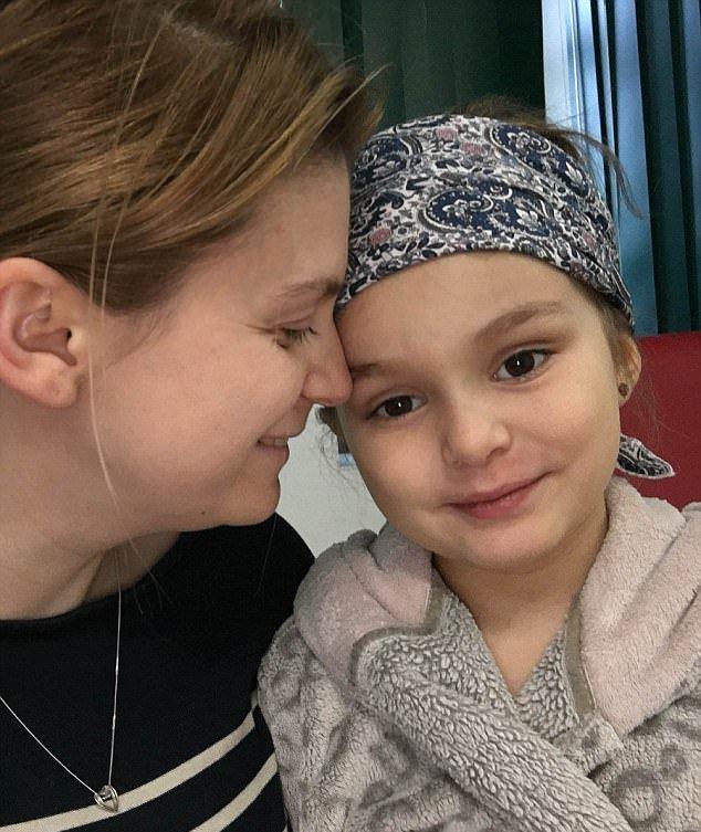 Diagnostican un resfriado a una niña que padecía leucemia